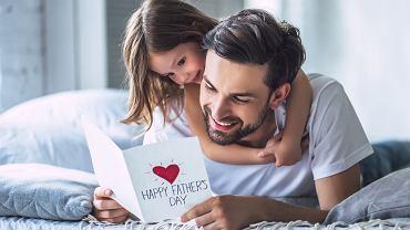 Laurka na Dzień Ojca wykonana samodzielnie, zawsze sprawia dużo radości. Zdjęcie ilustracyjne, 4 PM production/shutterstock.com
