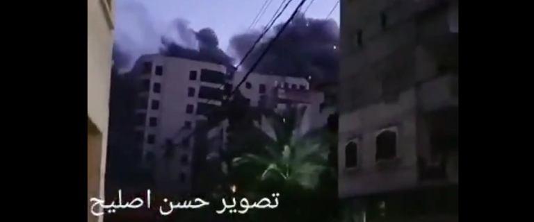 Izraelski ostrzał w Strefie Gazy. Runął 13-piętrowy budynek mieszkalny