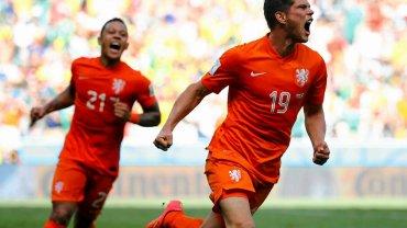 Klaas-Jan Huntelaar cieszy się z gola
