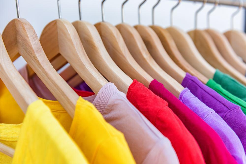 najlepsze kolory ubrań dla dojrzałych pań