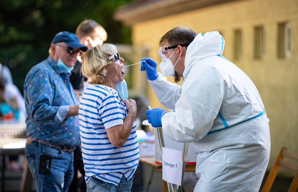 Niemcy. Koronawirus wybuchł w zakładach mięsnych Tönnies. Uwagę zwróciły też warunki pracy