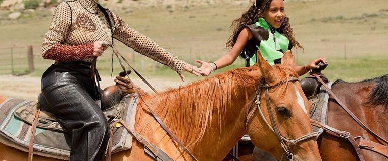 Kim Kardashian spełniła marzenie córki. Wyprawiła North kowbojskie urodziny z żywymi końmi w roli głównej
