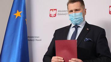 Minister Czarnek ogłosił zakończenie prac nad nowym kanonem lektur