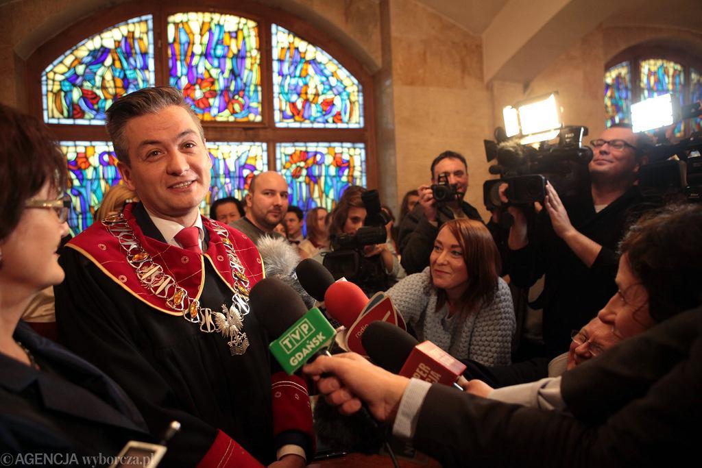 Robert Biedroń udziela ślubu w Słupsku