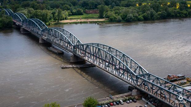 Zdjęcie numer 0 w galerii - Rozbudowa mostu Piłsudskiego potrwa do listopada, tak wygląda teraz przeprawa [ZDJĘCIA]