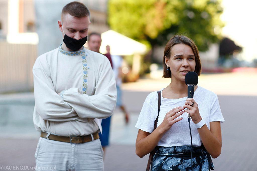 Irina i Igor, organizatorzy łódzkiej akcji solidarnościowej z Białorusią. W Białorusi 9 sierpnia odbędą się wybory prezydenckie. Kontrkandydaci demokratyczni, w których pokładano nadzieję, zostali wtrąceni do więzienia lub uciekli z kraju przed represjami. Żona jednego z nich stanęło do walki z Aleksandrem Łukaszenką
