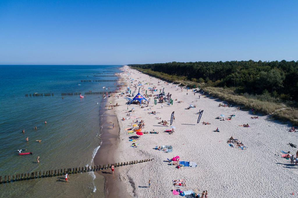 Wakacje 2020. Plaża w Chałupach
