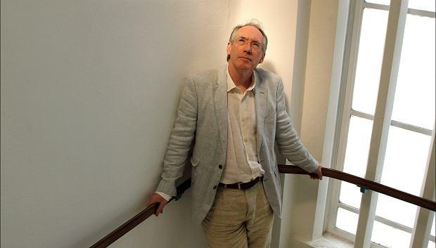 Brytyjski pisarz i scenarzysta Ian McEwan.