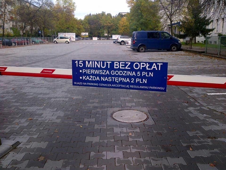 Wjazdy na strzeżony parking przed Szpitalem Miejskiem w Sosnowcu