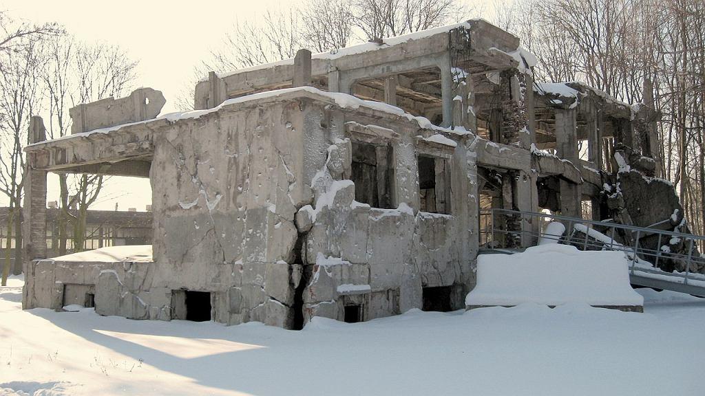 Pozostałości nowych koszar na Westerplatte (stan na 2010 r.)