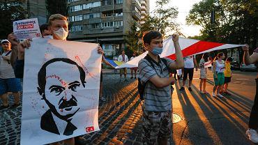 Młodzi aktywiści podczas wiecu poparcia dla Białorusi, Kijów, 23 sierpnia 2020 r.