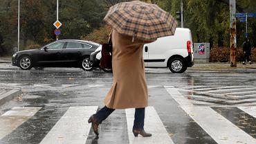 Deszcz i porywisty wiatr