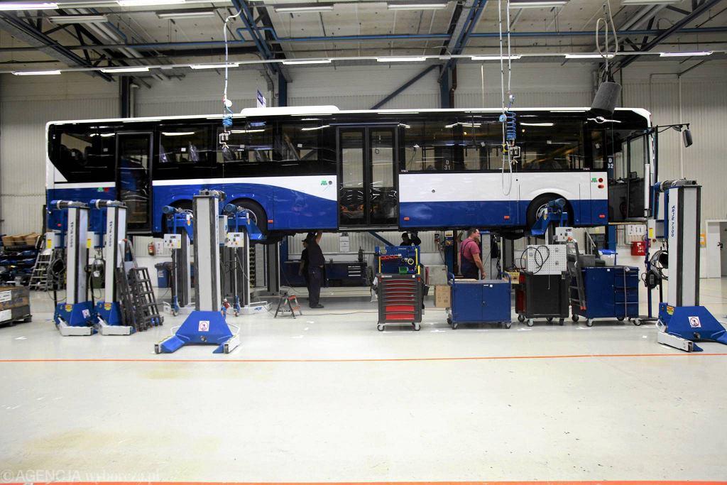 Produkcja autobusów we wrocławskim Volvo. Linia produkcyjna miejskiego autobusu hybrydowego Volvo 7900