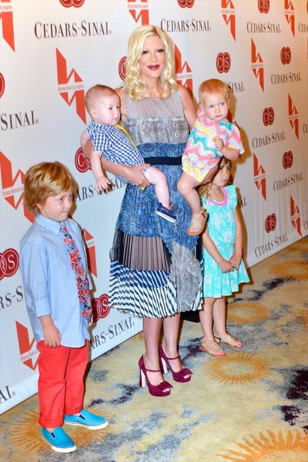 Tori Spelling i jej dzieci Liam Aaron McDermott, córki - Stella Doreen McDermott i Hattie Margaret oraz syn Finna Daveya