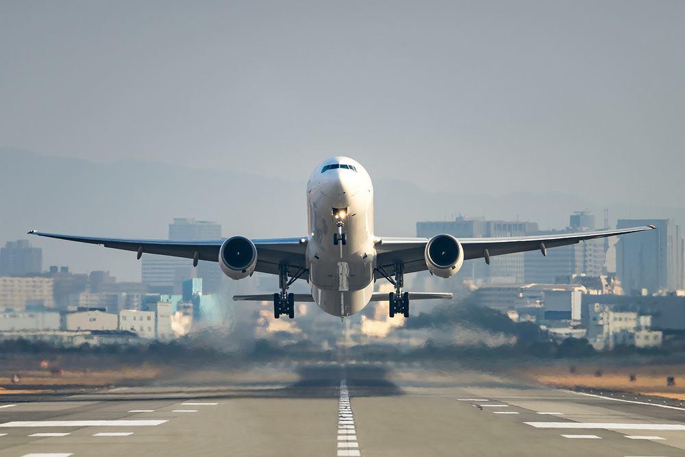 Mężczyzna odmówił założenia maseczki na pokładzie samolotu