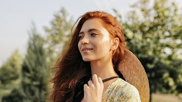 Jak zadbać o włosy jesienią i zimą, by były w dobrej kondycji? Wzmacniaj je nie tylko od zewnątrz