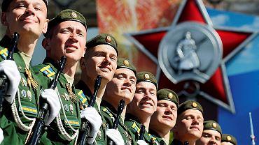 Rosyjscy żołnierze maszerujący w paradzie z okazji Dnia Zwycięstwa, w rocznicę zwycięstwa ZSRR nad nazistowskimi Niemcami w II wojnie światowej, 9 maja 2018 r.