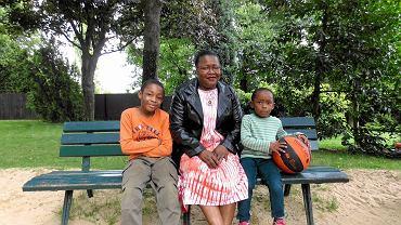 Babette, 36 lat, mama dwóch chłopców: Louis-Daniel i Abega (3 i 7 lat).