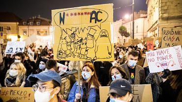 Strajk kobiet. Tysiące ludzi protestuje w Lublinie przeciw zaostrzeniu przepisów antyaborcyjnych