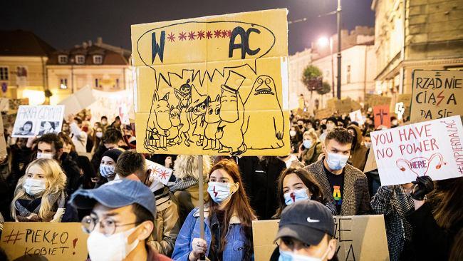 Strajk w całej Polsce. Tłumy znów maszerowały po ulicach, otoczono Sejm