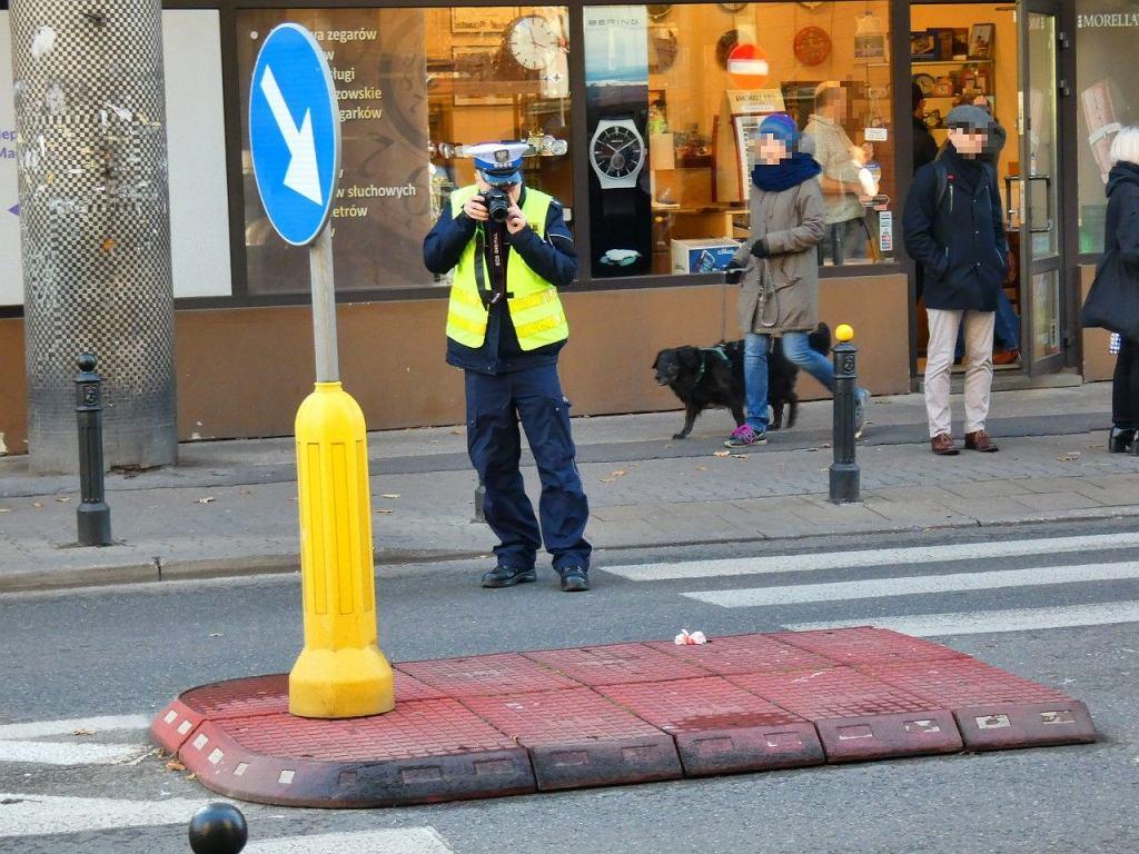 19.11.2019. Wypadek na ul. Madalińskiego 57. Kierująca volkswagenem potrąciła mężczyznę na przejściu dla pieszych. Kobieta była pod wpływem alkoholu.