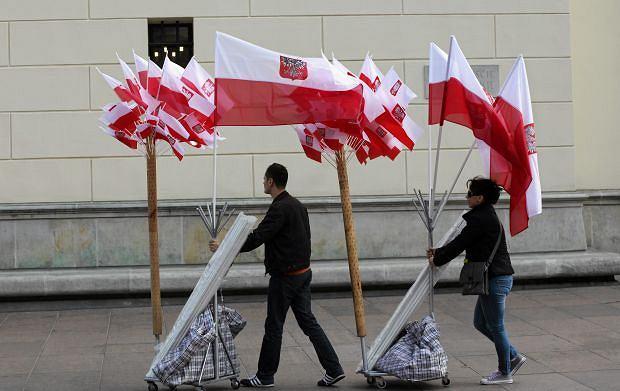 Dzień Flagi. Okolice Placu Zamkowego w Warszawie