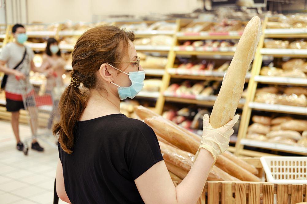 Kupowanie pieczywa w czasie pandemii