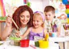 Czy przedszkolanki mogą przytulać dzieci? Czułości na życzenie