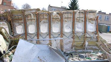 Przykładowe zdjęcie z oględzin uszkodzeń płatowca samolotu Tu-154M 101 przez polskich specjalistów w miejscu składowania na płycie lotniska Smoleńsk Siewiernyj.