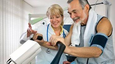 Test wysiłkowy polega na ocenie pracy serca w trakcie wysiłku i wzrastającego zapotrzebowania na tlen