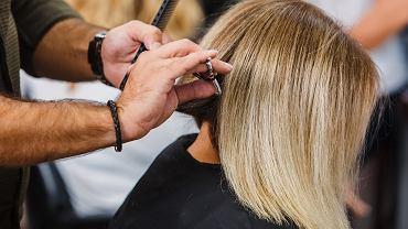 Modne fryzury 2021 dla 60-latek. Te cięcia potrafią odmłodzić nawet o 10 lat!