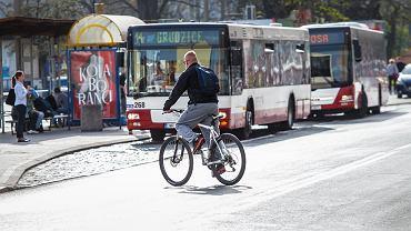 Rower w autobusie. Czy kierowca ma prawo wyprosić rowerzystę?