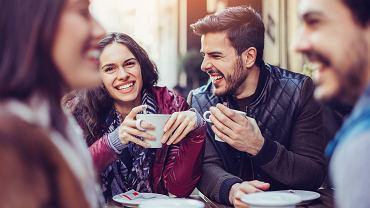 Spędzaj czas z ludźmi których kochasz, nie oceniaj, ćwicz każdego dnia. Co jeszcze warto robić, by osiągnąć szczęście?