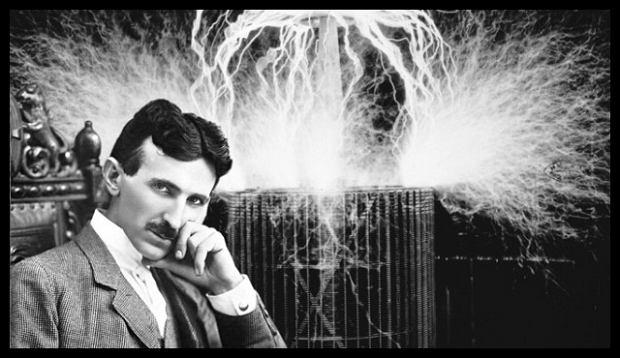 Typowy Tesla i jego pioruny.