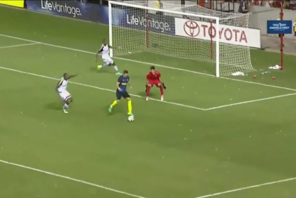 Wspaniały gol w wykonaniu Joveticia