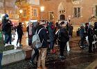 Wrocław. Radiowozy zajeżdżały drogę strajkowi kobiet. Uczestnicy nie dali się zablokować