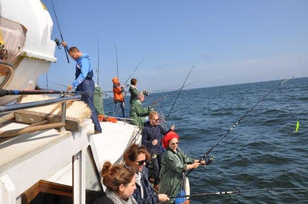 Uczestniczy wyprawy łowiący ryby