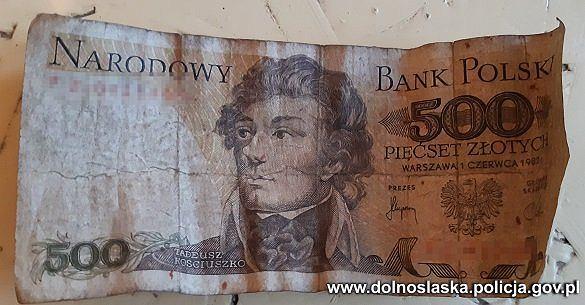 Próbował zapłacić za zakupy banknotem z 1982 roku. Wpadł w ręce policji