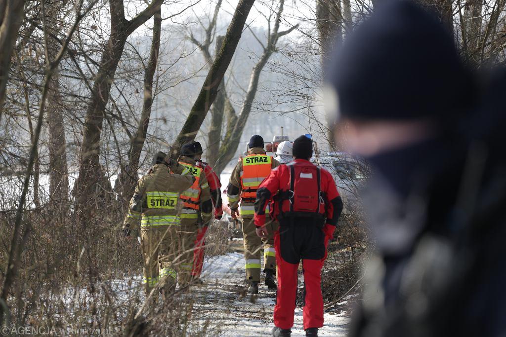 Poszukiwanie ciała Jana Lityńskiego. Opozycjonista (z czasów PRL) utonął w Narwi w ratując swojego psa. Okolice Pułtuska, 22 lutego 2020
