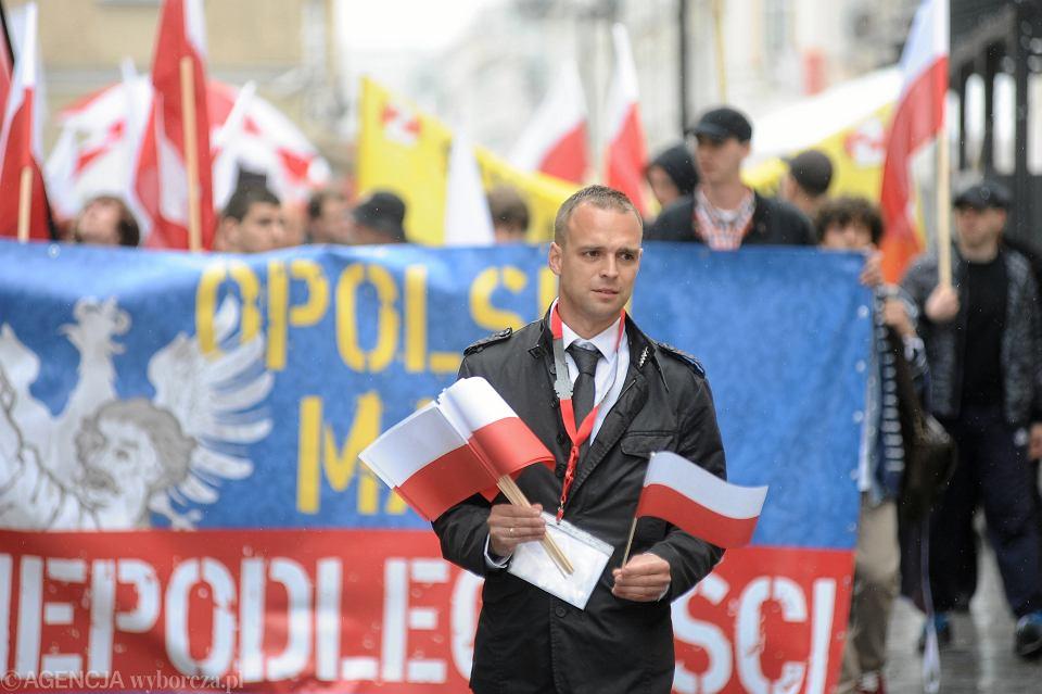 Tomasz Greniuch, członek faszyzującego ONR, podczas manifestacji nazioli w Opolu, 2 maja 2013