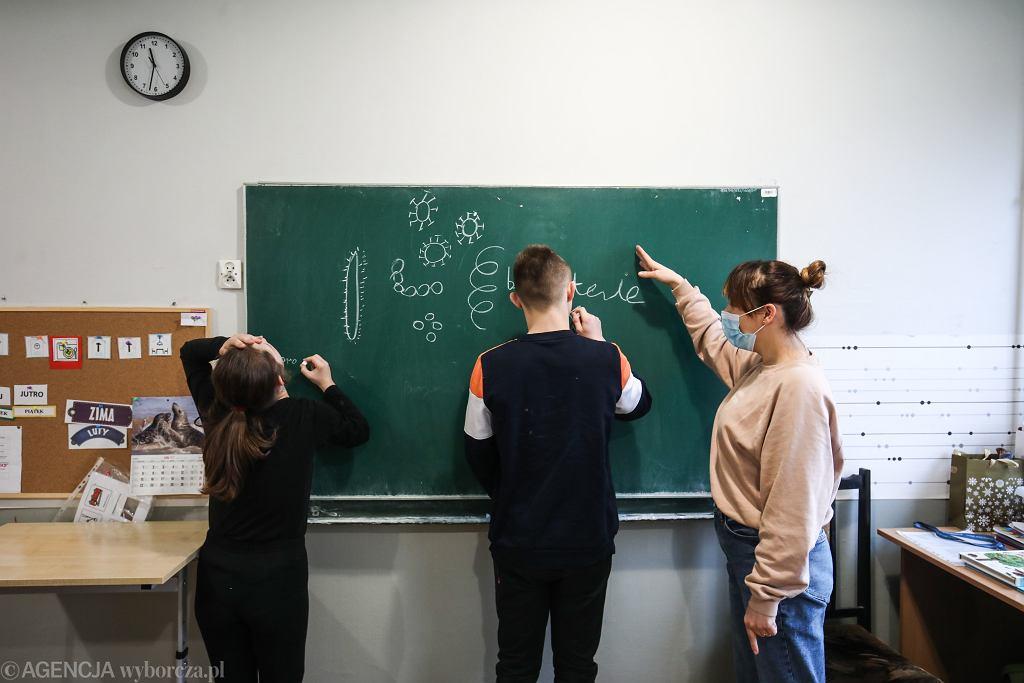 Kiedy starsi uczniowie wrócą do szkół? Czarnek: Raczej trzeba martwić się o młodsze roczniki (zdjęcie ilustracyjne)