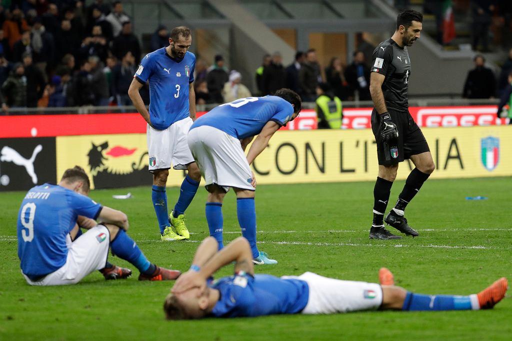 Smutni Włosi po meczu ze Szwecją