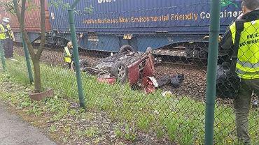 Wypadek w Radlinie. Samochód zderzył się z pociągiem