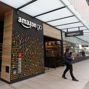 Po wielu latach lobbingu organizacji żydowskich i upamiętniających Holocaust Amazon w końcu zablokował możliwość sprzedaży Mein Kampf. Zabiegi o tę decyzję trwają od lat 90., czyli samych początków Amazona. Na zdjęciu: sklep Amazon Go w Seattle. USA, 4 marca 2020