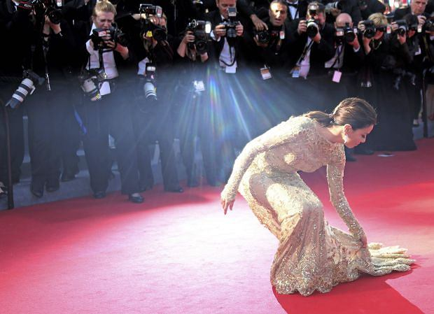 Actress Eva Longoria poses on the red carpet as she arrives for the screening of the film 'Le Passe' (The Past) in competition during the 66th Cannes Film Festival in Cannes May 17, 2013.              REUTERS/Jean-Paul Pelissier (FRANCE  - Tags: ENTERTAINMENT TPX IMAGES OF THE DAY)
