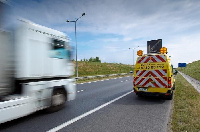 Służby autostradowe w trakcie pracy