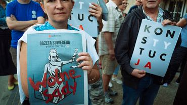 Protest pod sądem okręgowym w Gdańsku zgromadził ponad sto osób