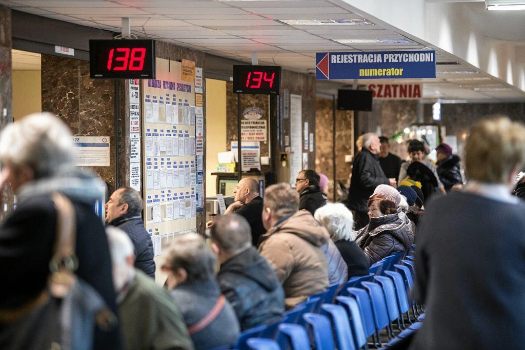 Najdłużej pacjenci muszą czekać na świadczenia w dziedzinie endokrynologii - średnio 11 miesięcy (fot. Jakub Orzechowski / AG)