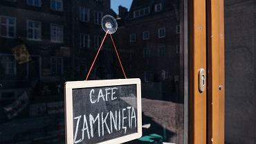 Szef restauracji w Warszawie walczy o przetrwanie. Przeprowadził się do jednopokojowego mieszkania