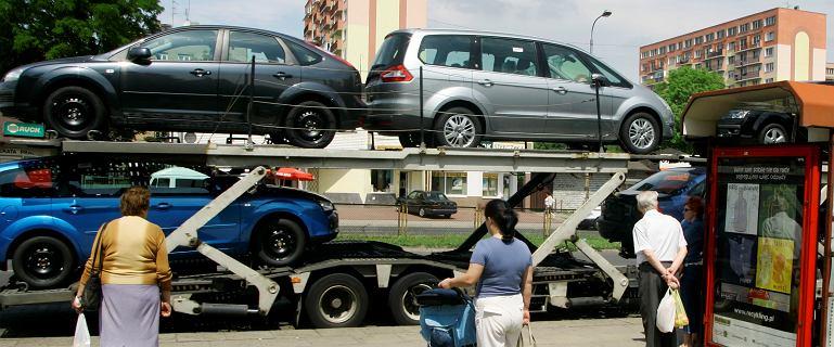 Jak kupować samochody używane? Przeczytaj, by nie nadziać się na tzw. minę